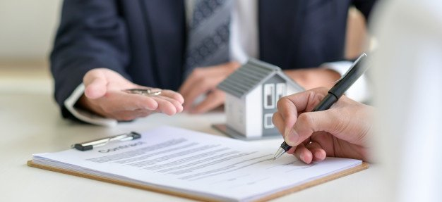 Signing tenancy agreement
